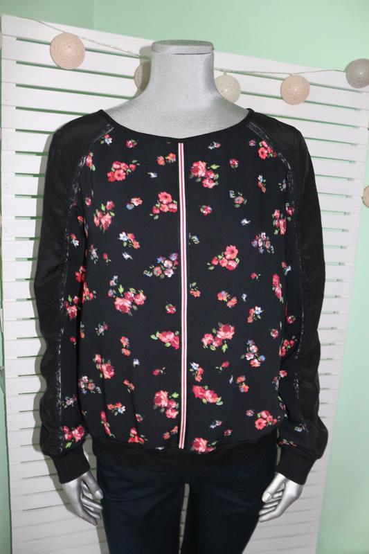 Черная блуза в цветы marccain