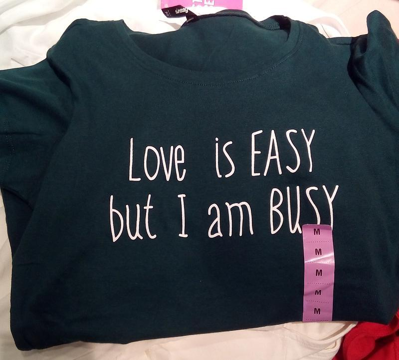 Новая темно-зеленая футболка sinsay любовь проста а я занята xs s - Фото 4
