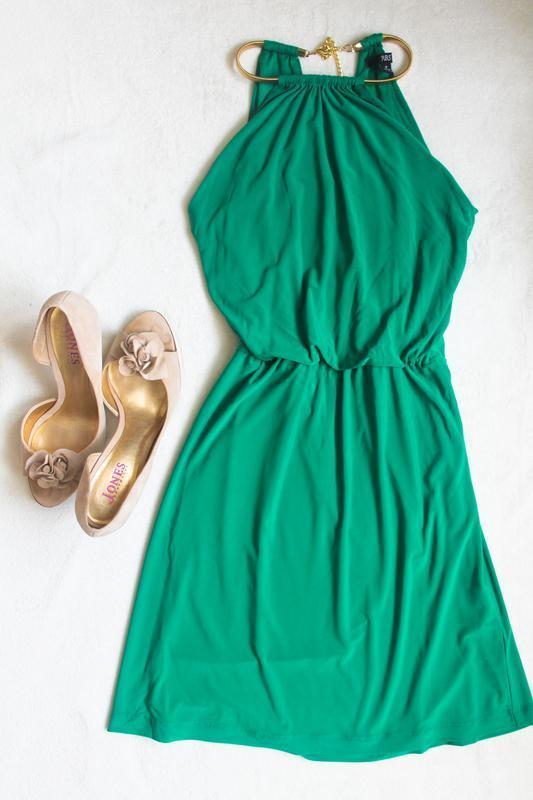 Стильное зеленое платье с украшением, размер s