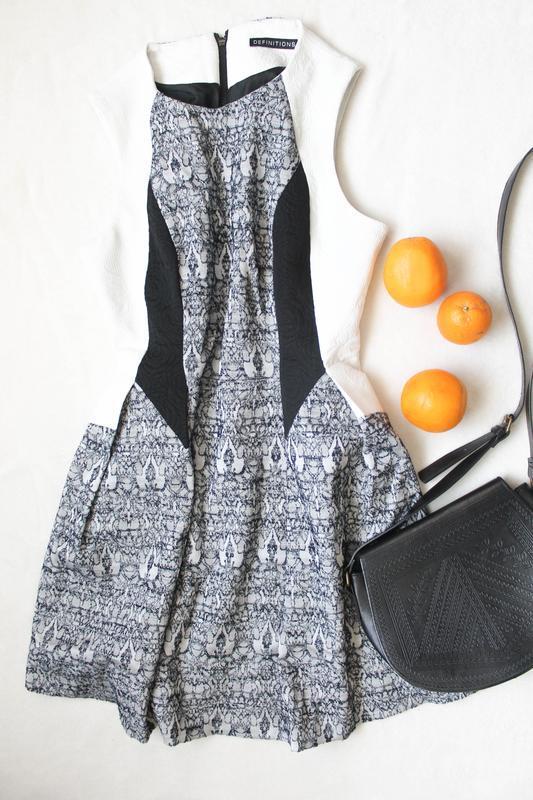 Стильное платье от definitions, размер xl
