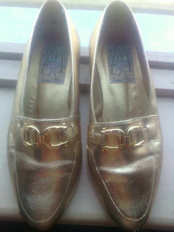 Кожаные моднейшие золотые туфли лоферы дерби 36 размер