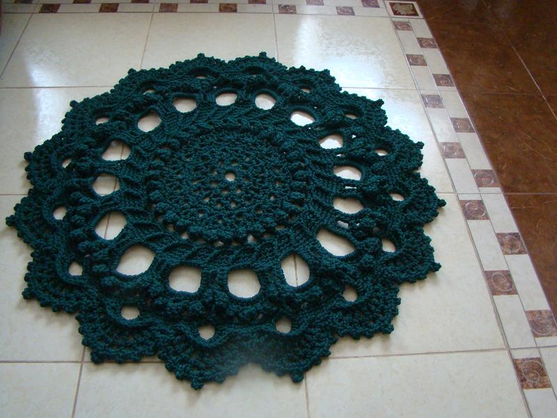 Ковер вязанный крючком ,ручная работа ,диаметр 105 см