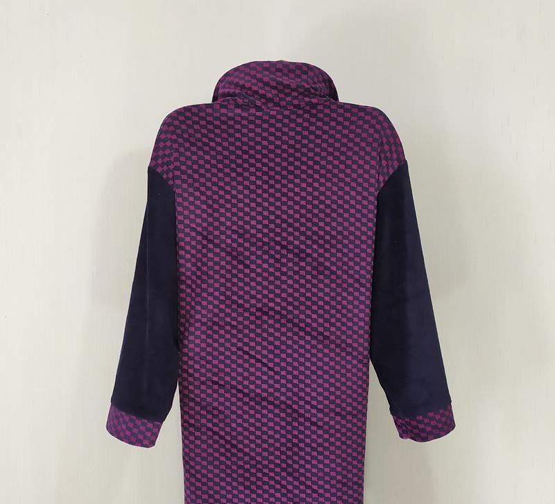 Женский велюровый халат на молнии с карманами - Фото 2
