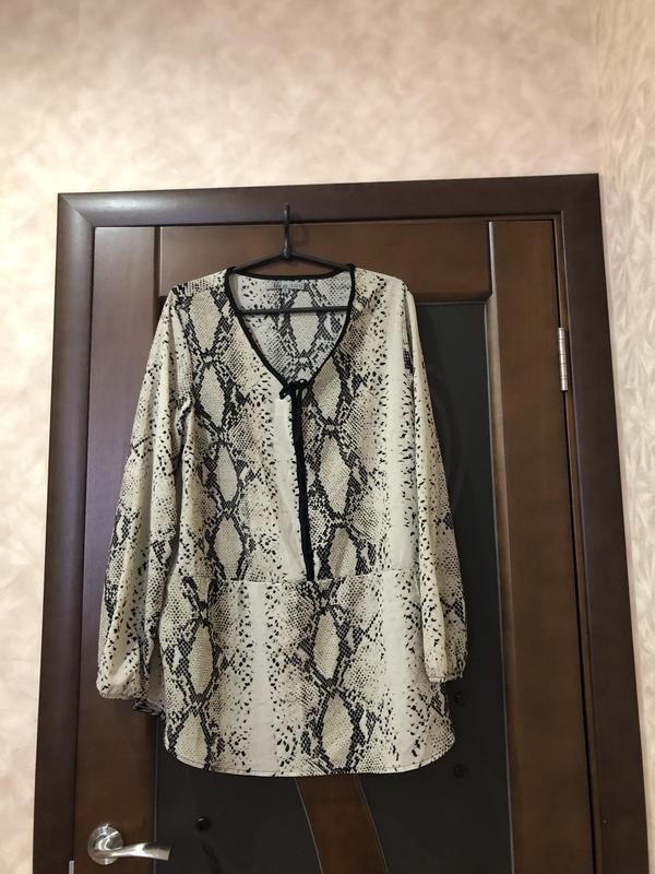 Модная блуза с длинным рукавом принт - питон, на наш 52-54. су...