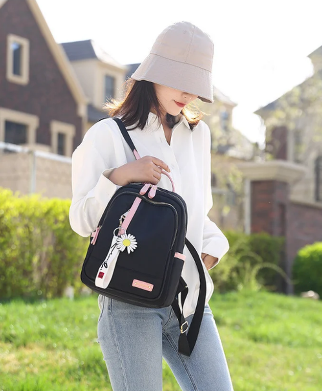 Рюкзак женский черный из нейлоновой ткани (без брелка ромашка) - Фото 6