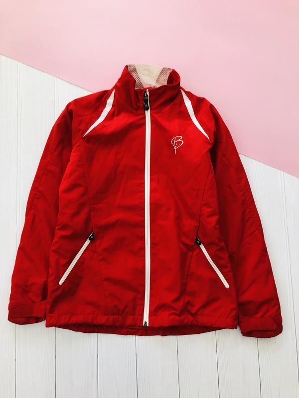 Стильная куртка ветровка в спортивном стиле