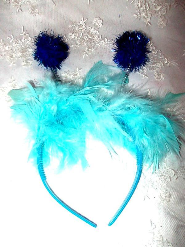 Обруч с перьями и рожками для маскарада - голубого цвета