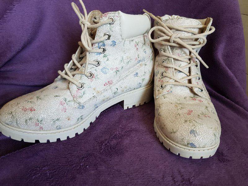 Красивые ботинки демисезонные, удобная колодка Primark