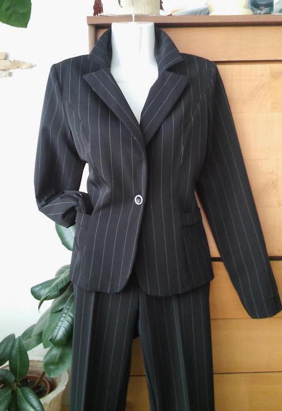 Французский офисный брючный костюм, состояние новой вещи