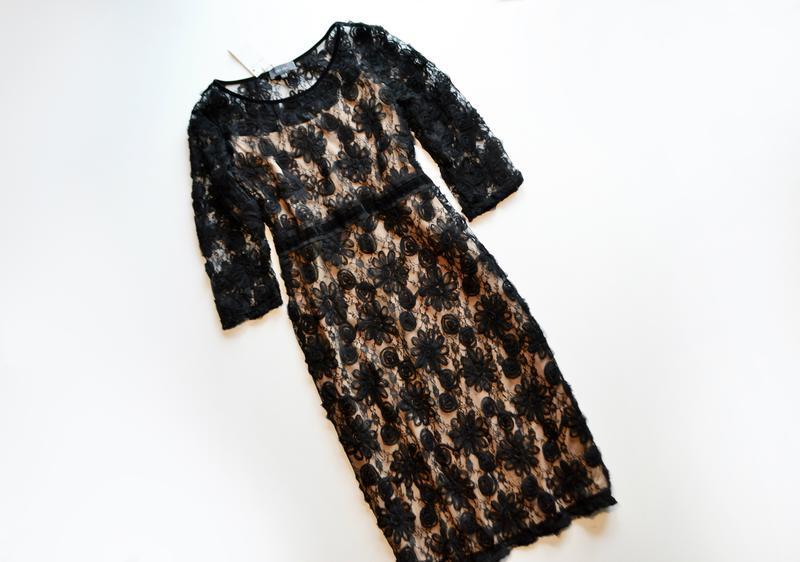 Роскошное черное платье миди с кружевными цветочными аппликациями