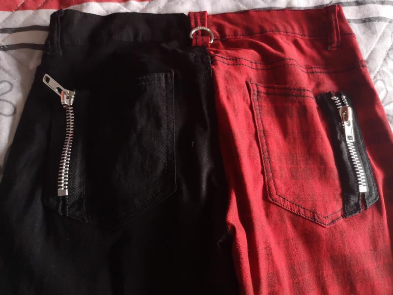 штаны с разными цветами штанин