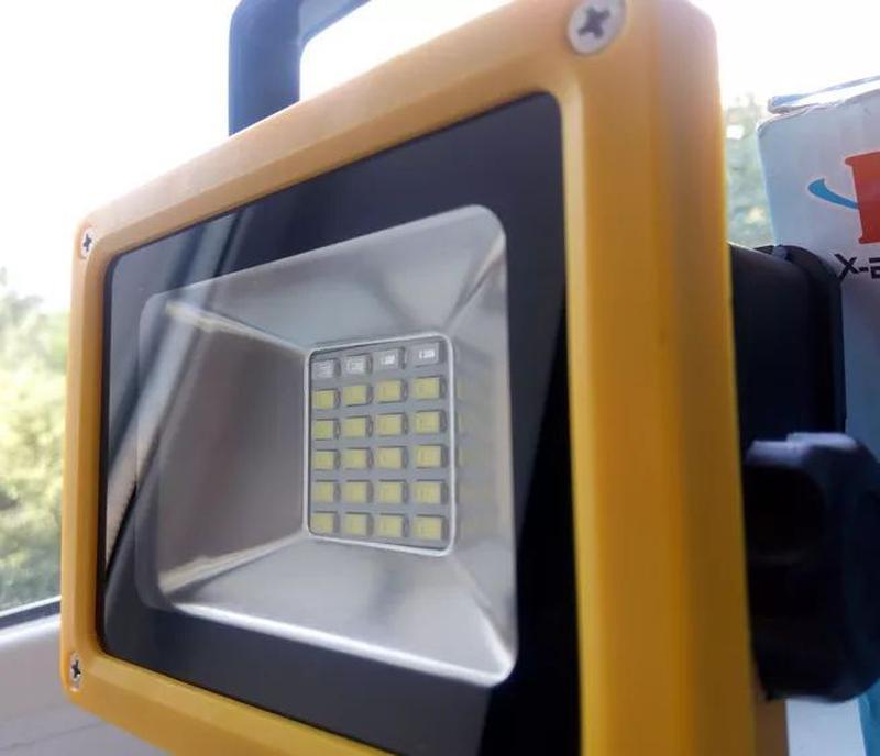 Аккумуляторный переносной LED прожектор светодиодный фонарь Ba...