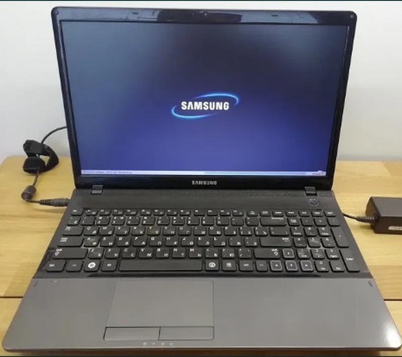 Большой, красивый ноутбук, в хорошем состоянии Samsung NP300E5Z