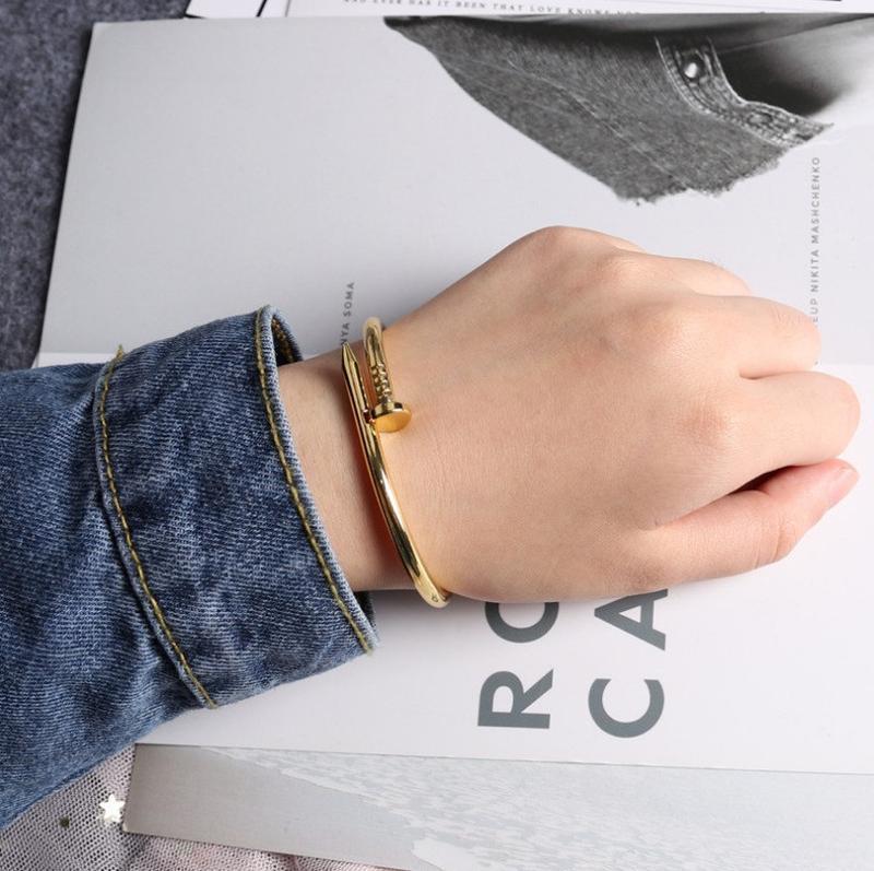 Модный браслет на руку гвоздь