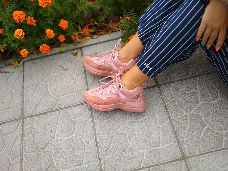 Пудровые кроссовки на толстой подошве