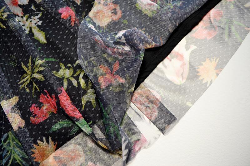 Красивая сетчатая пышная юбка миди в цветы - Фото 4