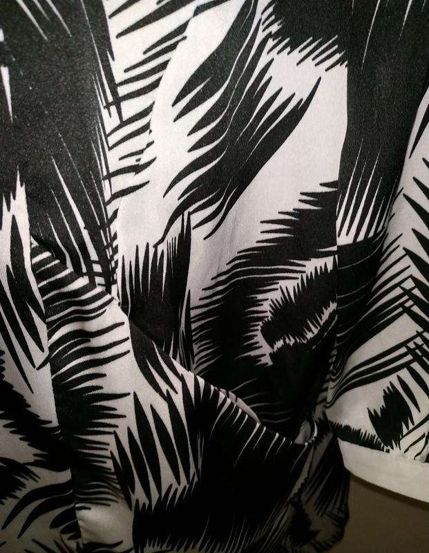Стильное платье свободного кроя в тропический принт с карманам... - Фото 6