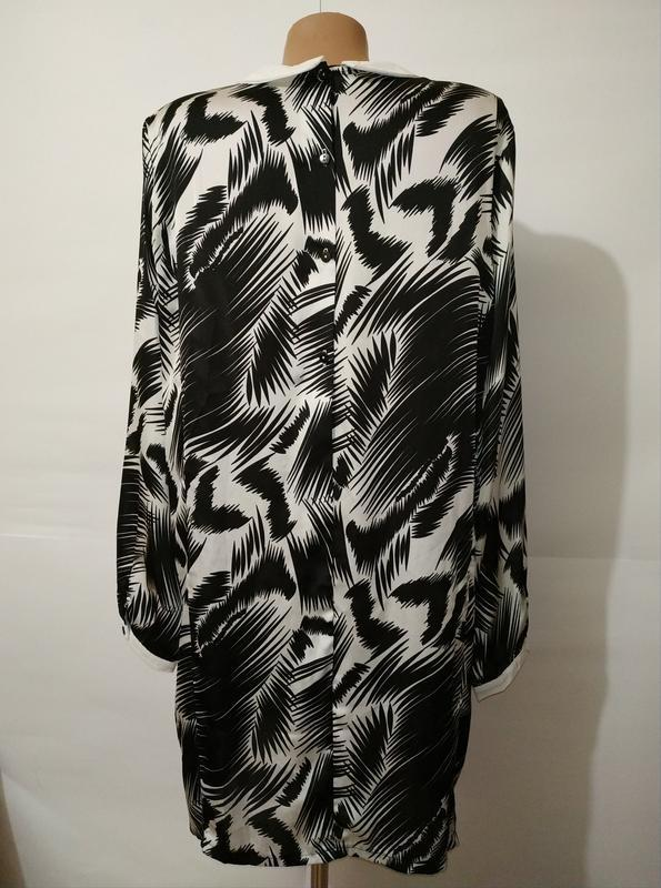 Стильное платье свободного кроя в тропический принт с карманам... - Фото 7