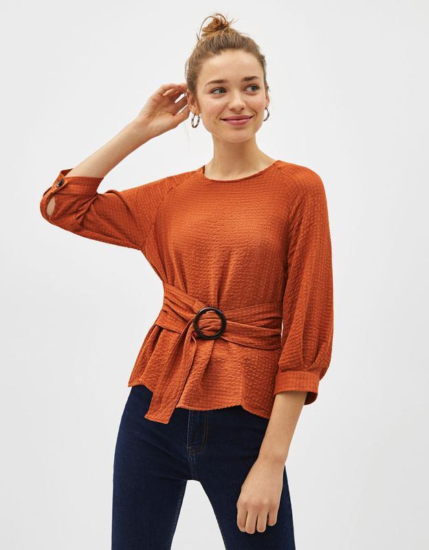 Блуза з поясом bershka - Фото 3
