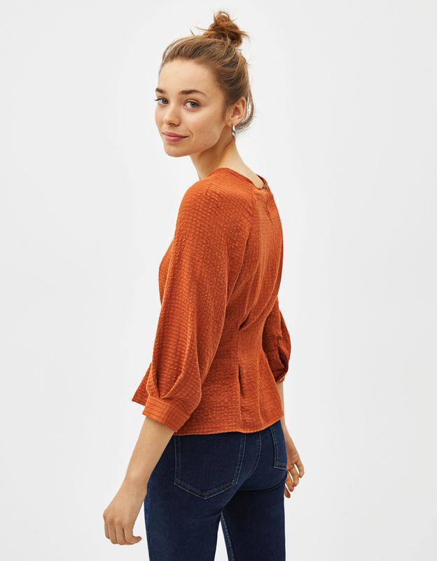 Блуза з поясом bershka - Фото 4