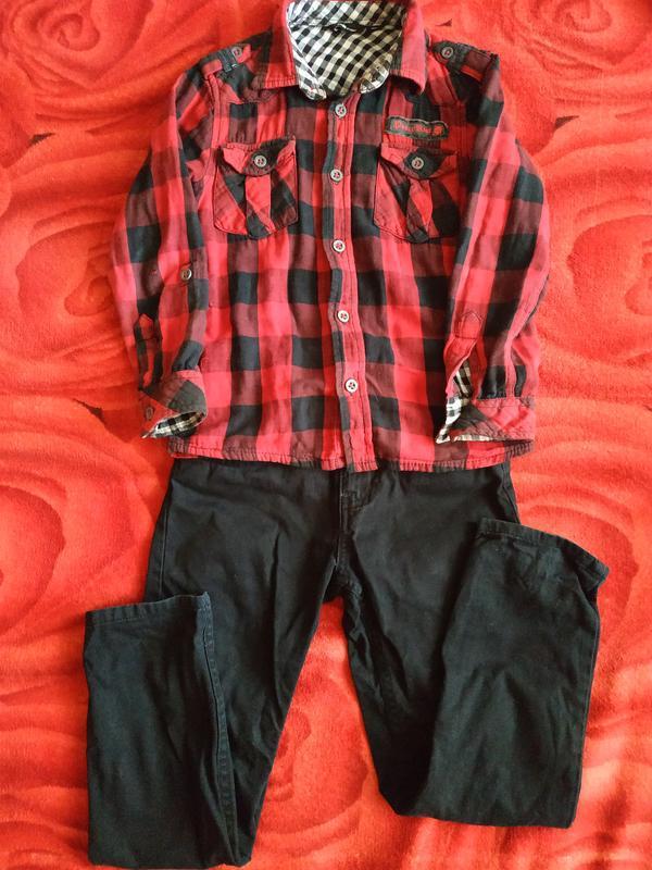 Рубашка в клетку и прямые джинсы