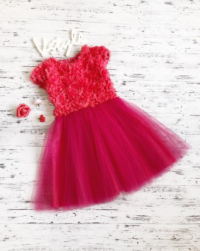 Платье с 3d  цветами
