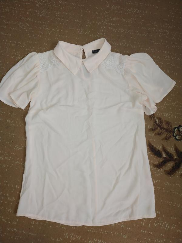 Нежнорозовая шифоновая блуза с воротником