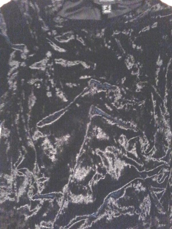 Легенькая велюровая c переливом футболка от atmosphere - Фото 2