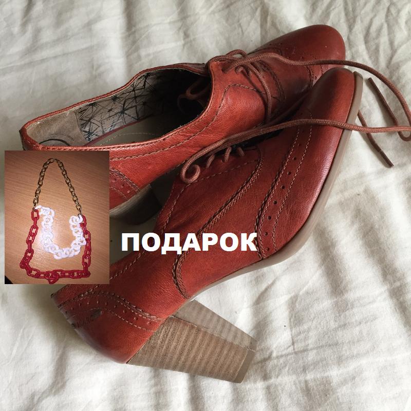 Стильные кожаные красные туфли на толстом каблуке со шнуровкой...