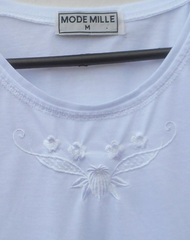 Белая трикотажная майка с вышивкой из хлопка mode mille - Фото 2