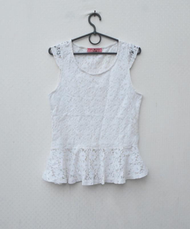 Летняя кружевная блузка  без рукавов