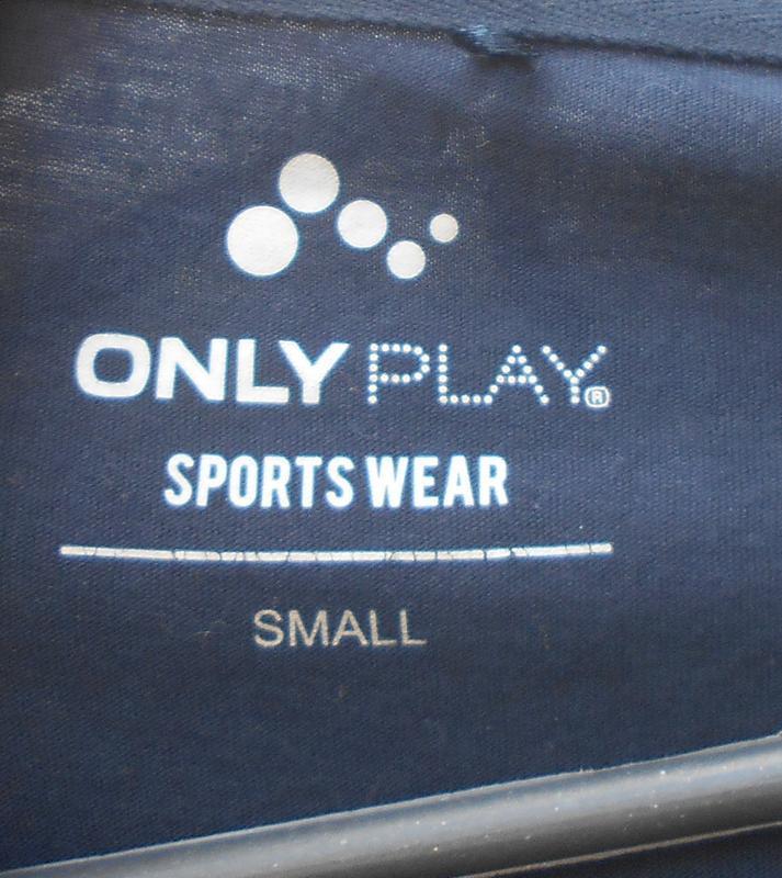 Спортивная трикотажная  футболка  с надписью - Фото 2
