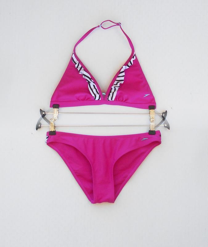 Розовый раздельный купальник с рюшами
