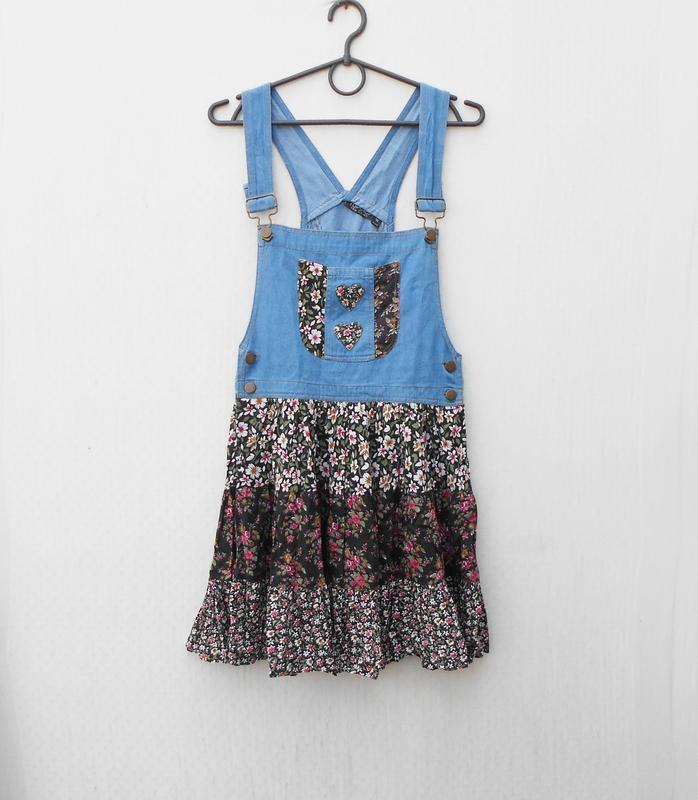 Летнее джинсовое платье - комбинезон с цветочным принтом из ви...