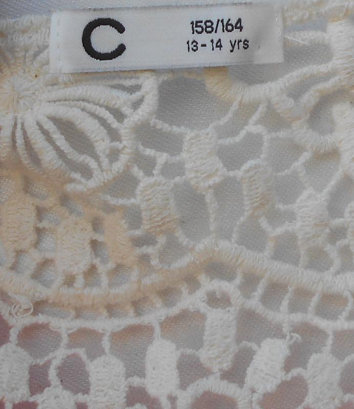 Летнее трикотажное платье с кружевной спинкой - Фото 3