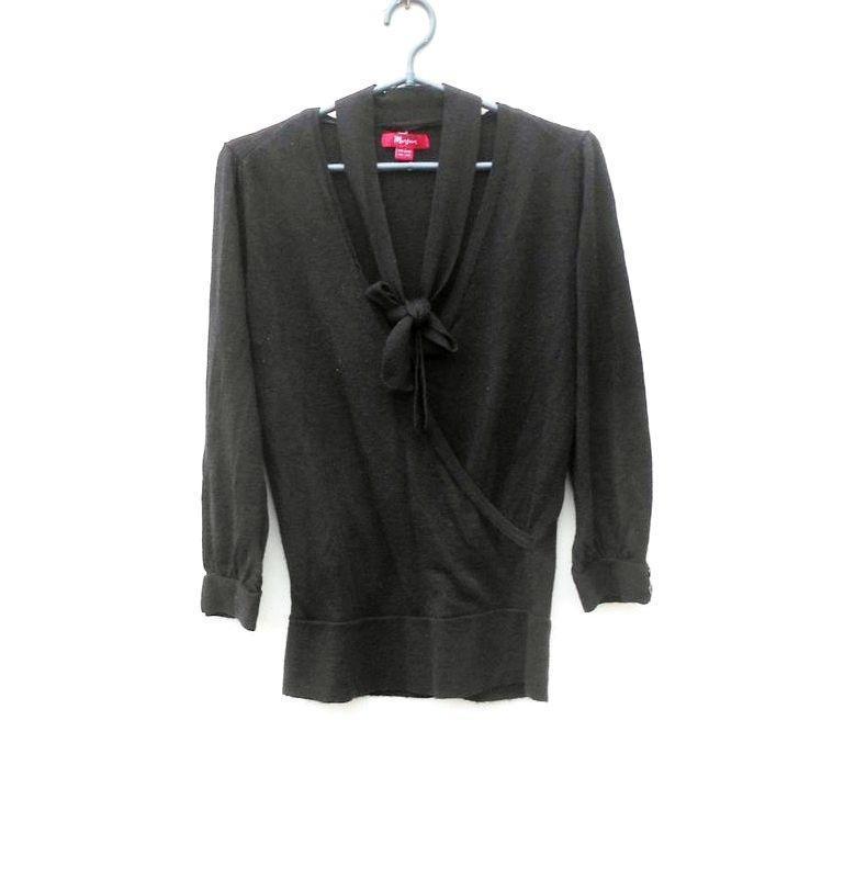 Черный осенний мягкий мерино  шерстяной свитер с запахом с рук...