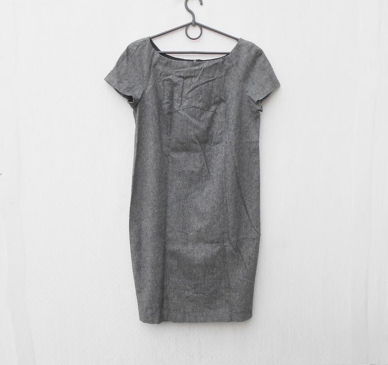 Серое классическое платье без рукавов 66% из вискозы 24% шерст...