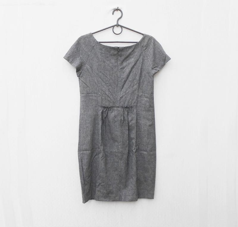 Серое классическое платье без рукавов 66% из вискозы 24% шерст... - Фото 3