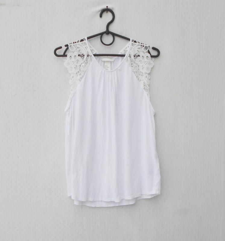 Белая летняя свободная блузка с куужевом из вискозы
