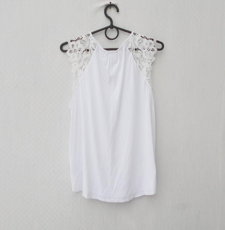 Белая летняя свободная блузка с куужевом из вискозы - Фото 3