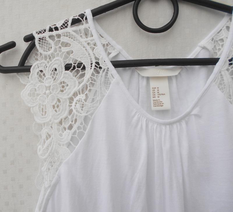 Белая летняя свободная блузка с куужевом из вискозы - Фото 4