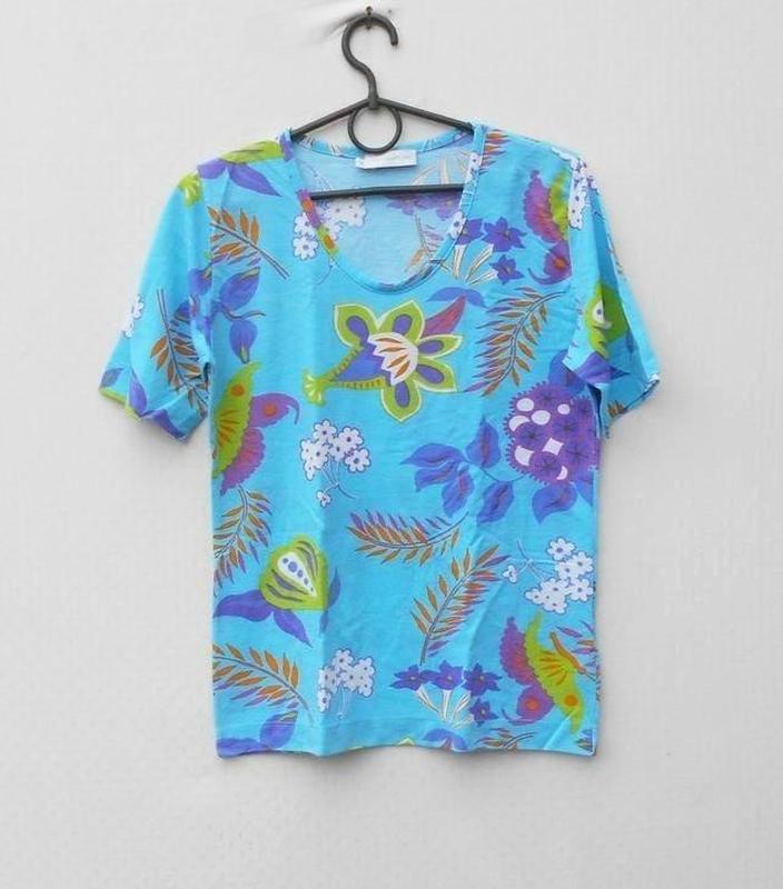 Трикотажная футболка блузка с принтом 50% из вискозы в цветочн...