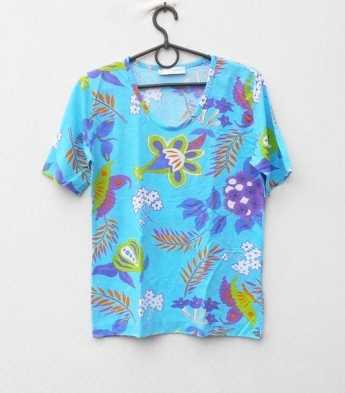 Трикотажная футболка блузка с принтом 50% из вискозы в цветочн... - Фото 2