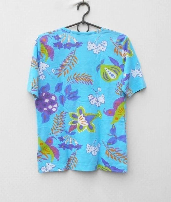 Трикотажная футболка блузка с принтом 50% из вискозы в цветочн... - Фото 4
