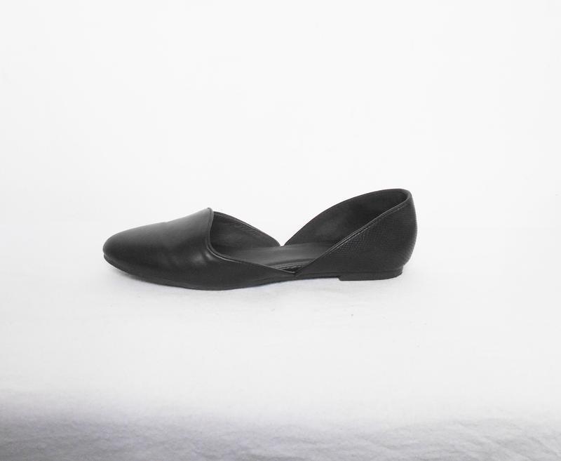 Черные классические балетки лодочки