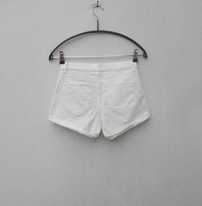 Белые джинсовые шорты - Фото 4