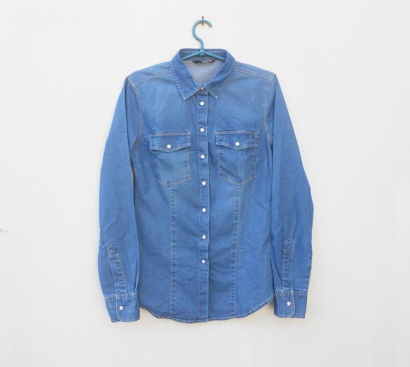 Джинсовая рубашка с воротником с длинным рукавом