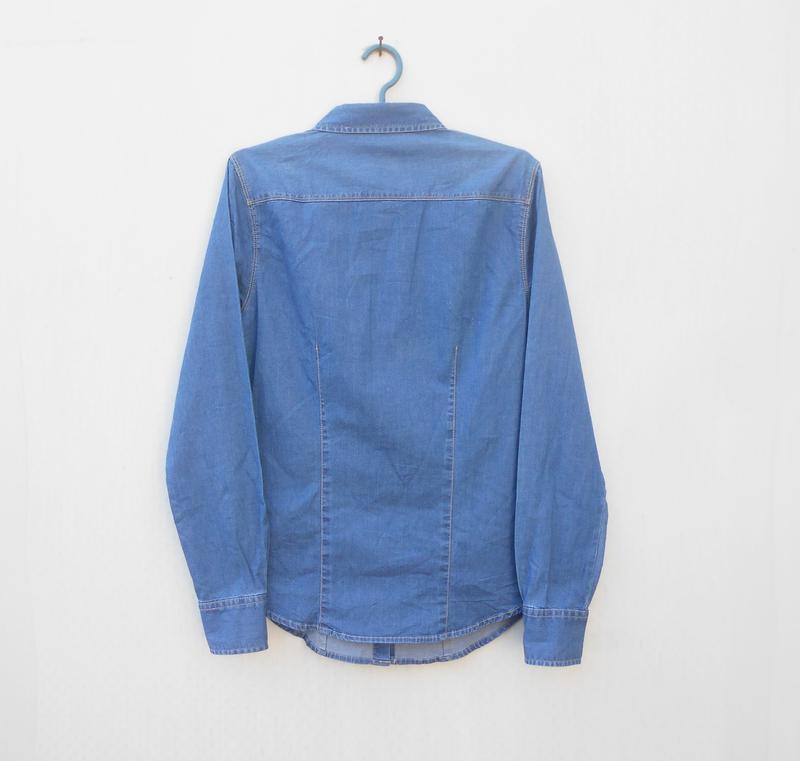 Джинсовая рубашка с воротником с длинным рукавом - Фото 6