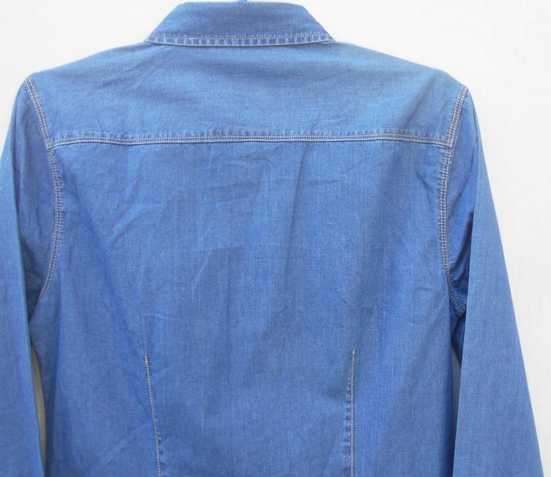 Джинсовая рубашка с воротником с длинным рукавом - Фото 7