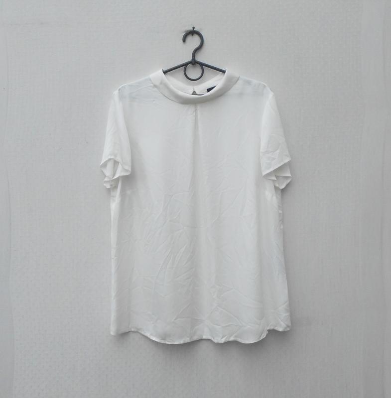 Белая нарядная летняя блузка из вискозы